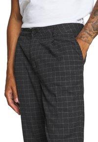 Cotton On - OXFORD TROUSER - Kalhoty - black/off-white - 4