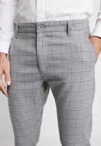 Cotton On - STRETCH CHECK - Broek - grey - 5