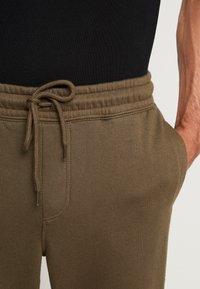 Cotton On - TRIPPY TRACKIE - Spodnie treningowe - army green - 3