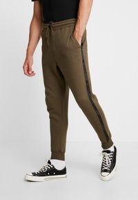 Cotton On - TRIPPY TRACKIE - Spodnie treningowe - army green - 0