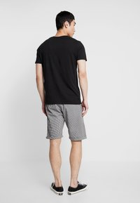 Cotton On - WASHED - Szorty - black/white - 2