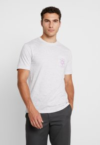 Cotton On - SOUVENIR - T-shirt med print - white marle/outdoors man - 0