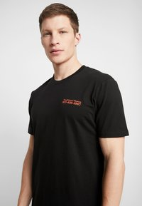 Cotton On - ART - T-shirt imprimé - black/traditional ramen - 3