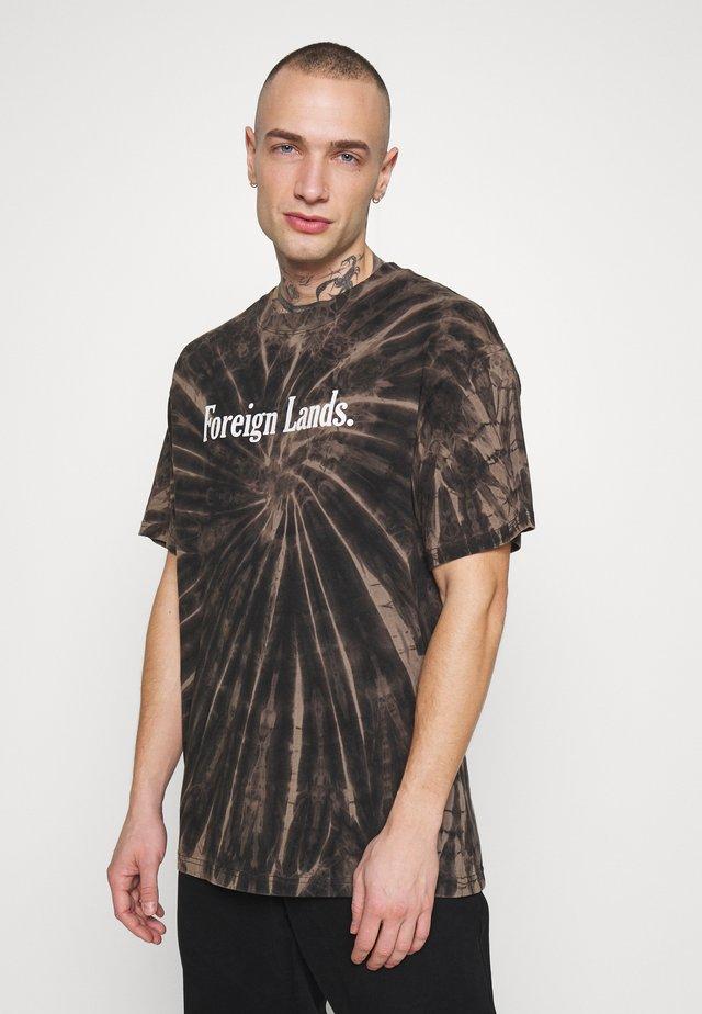 FESTIVAL TEE - T-shirt z nadrukiem - gravel night