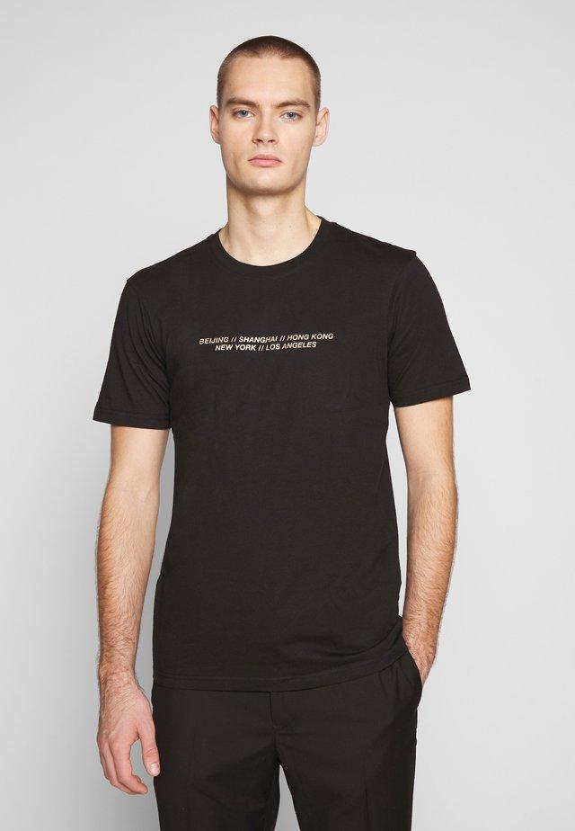 T-shirt z nadrukiem - black/lucky worldwide