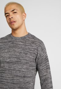 Cotton On - LIGHTWEIGHT CREW - Jumper - charcoal - 4