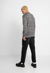 Cotton On - LIGHTWEIGHT CREW - Jumper - charcoal - 2