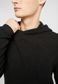 Cotton On - NU HOODED WAFFLE KNIT - Neule - black marle - 5