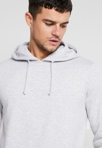 Cotton On - Jersey con capucha - light grey marle - 3