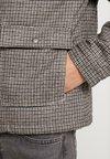 Cotton On - SHERPA TRUCKER JACKET - Übergangsjacke - brown