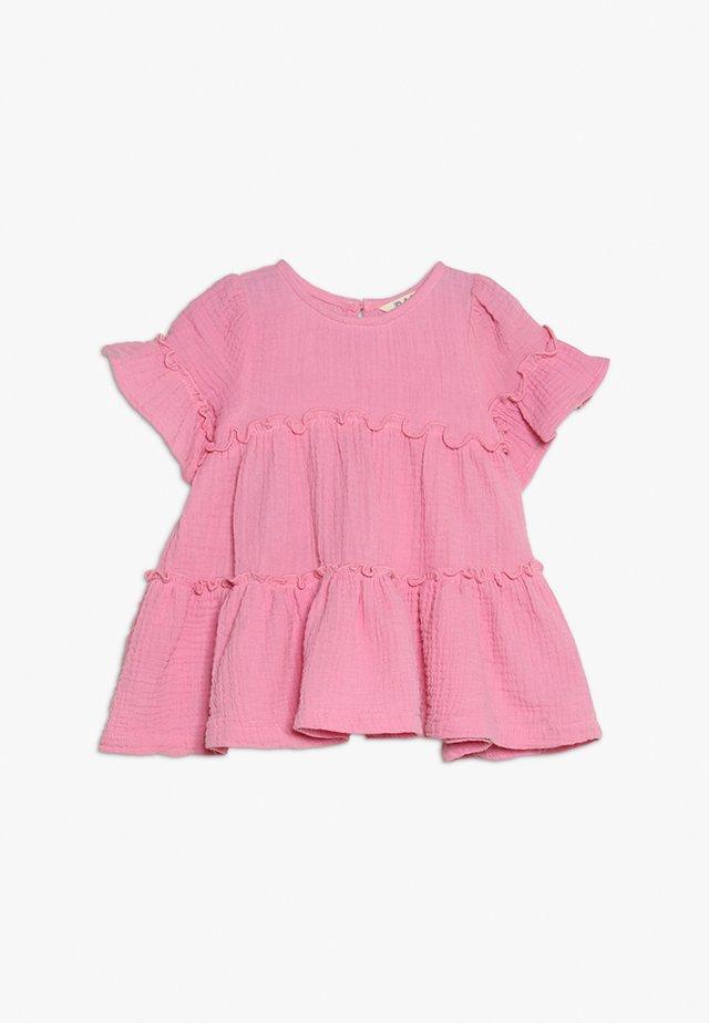 ABBY RUFFLE DRESS - Sukienka z dżerseju - cradle pink