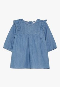 Cotton On - MATISSE LONG SLEEVE DRESS BABY - Jeansklänning - mid blue wash - 0