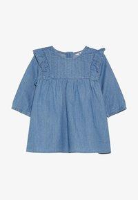 Cotton On - MATISSE LONG SLEEVE DRESS BABY - Jeansklänning - mid blue wash - 2