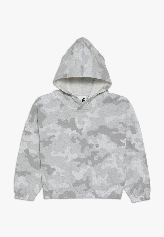 SUVI CROP HOODIE - Jersey con capucha - summer grey marle