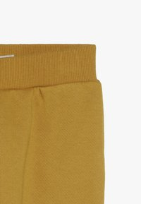 Cotton On - CHARLIE TRACKPANT BABY - Kalhoty - gold glow - 2