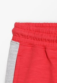 Cotton On - KIDS HENRY SLOUCH - Träningsbyxor - sophie red/splice - 3