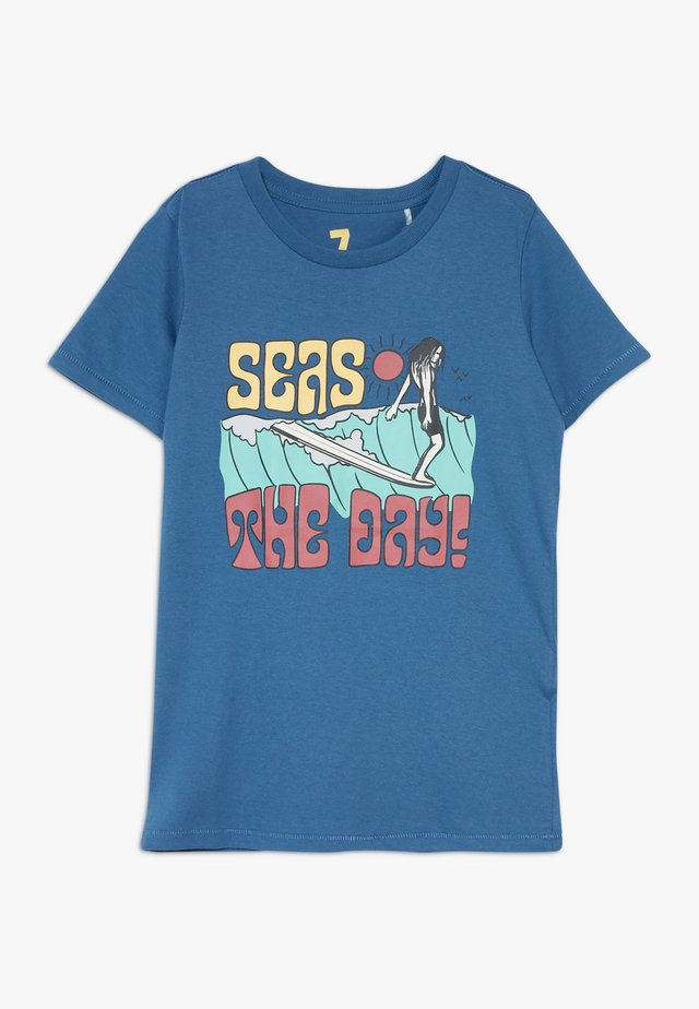 MAX SHORT SLEEVE TEE - Camiseta estampada - petty blue/seas the day