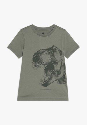 KIDS MAX SHORT SLEEVE TEE - Print T-shirt - silver sage