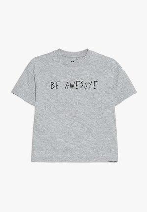 KIDS MAX LOOSE FIT TEE - T-shirt z nadrukiem - light grey marle