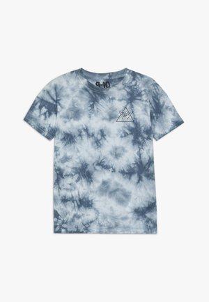 THE UPSIDE SHORT SLEEVE TEE - T-shirt print - white/blue