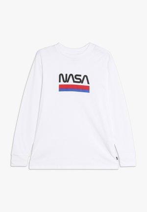 NASA - Langærmede T-shirts - white worm