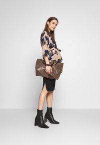 Cotton On - MATERNITY GATHERED SIDE SPLIT SKIRT - Pencil skirt - black - 1