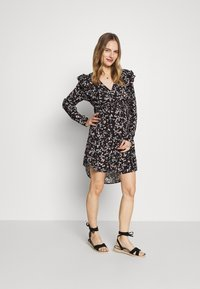 Cotton On - MATERNITY CROSS FRONT BABYDOLL DRESS - Day dress - millie black - 1
