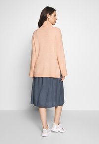Cotton On - MATERNITY SLOUCHY ROLL NECK - Jersey de punto - rose smoke - 2