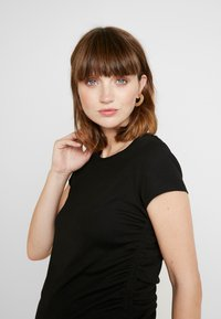 Cotton On - SIDE TIE SHORT SLEEVE - Triko s potiskem - black - 3