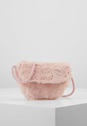 CROSSBODY SADDLE BAG - Borsa a tracolla - pink