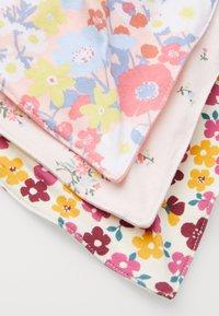 Cotton On - KERCHIEF 3 PACK - Bryndák - petal daze/olivia floral/meadow floral - 4