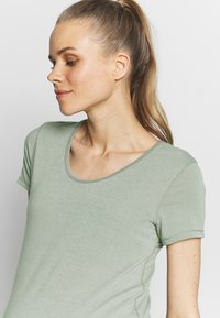 Cotton On Body - MATERNITY GYM TEE - Basic T-shirt - grey marle - 4