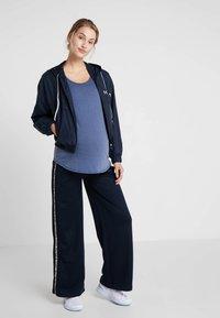 Cotton On Body - MATERNITY GYM TEE - Jednoduché triko - steel blue marle - 1