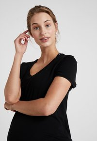 Cotton On Body - MATERNITY GYM TEE - Camiseta básica - black - 3