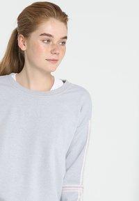Cotton On Body - LONG SLEEVE TERRY CREW - Mikina - grey marle/white - 3