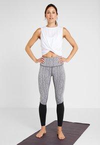 Cotton On Body - CROP TWIST FRONT TANK - Topper - white - 1