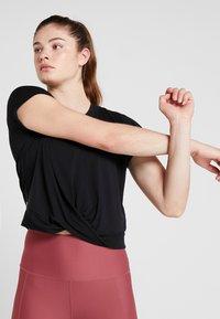 Cotton On Body - TWIST FRONT ACTIVE - T-shirt print - black - 3