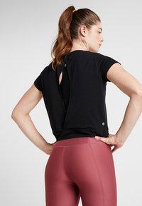 Cotton On Body - TWIST FRONT ACTIVE - T-shirt print - black - 2