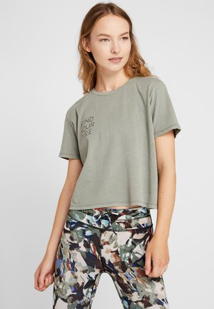 ACTIVE PLACEMENT - T-shirts med print - steely shadow