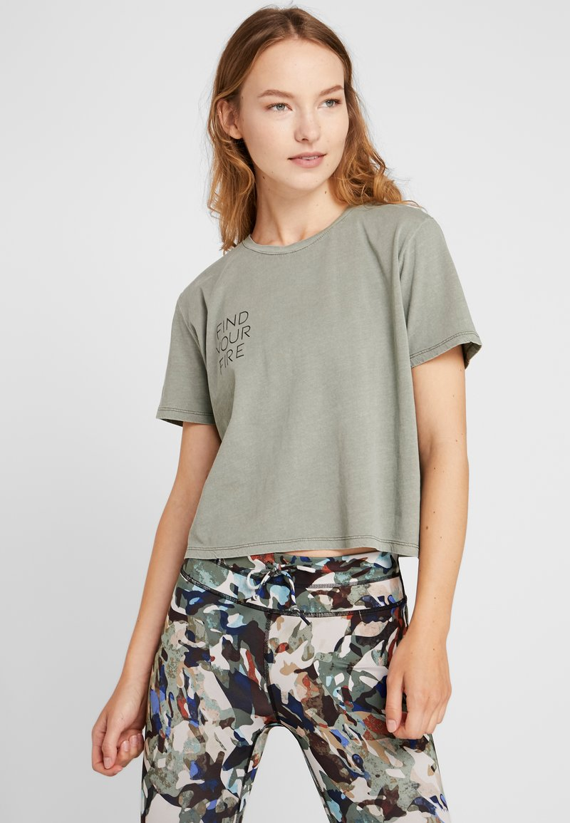 Cotton On Body - ACTIVE PLACEMENT - T-shirt imprimé - steely shadow