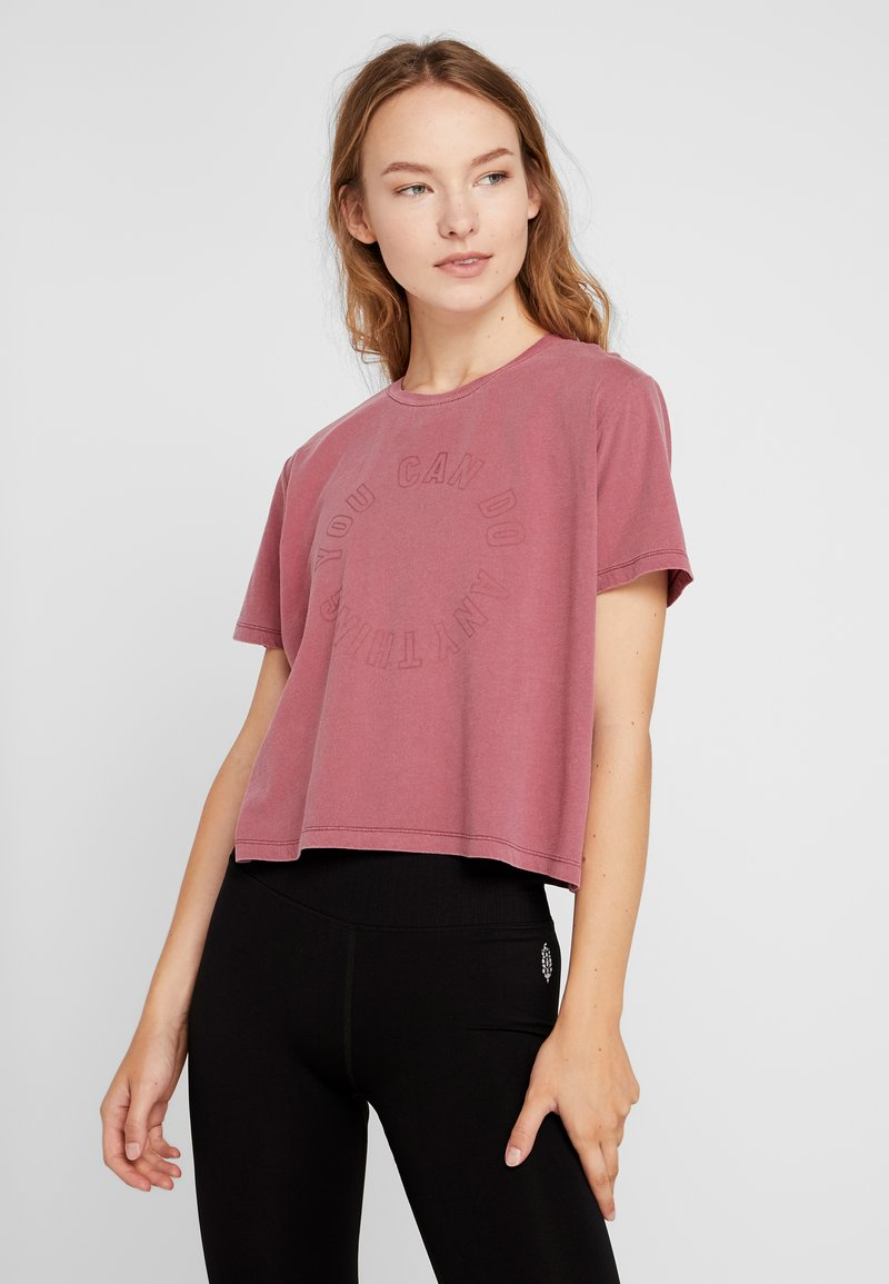 Cotton On Body - ACTIVE PLACEMENT - T-shirts med print - rose sangria