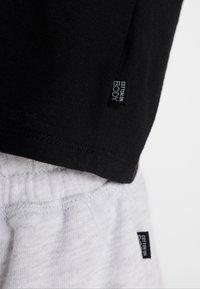 Cotton On Body - ACTIVE PLACEMENT - Camiseta estampada - black - 5