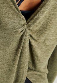 Cotton On Body - BACK TWIST LONG SLEEVE - Svetr - khaki - 4