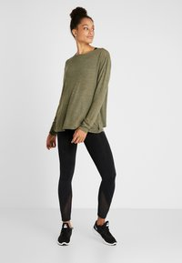 Cotton On Body - BACK TWIST LONG SLEEVE - Maglione - khaki - 1