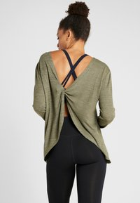 Cotton On Body - BACK TWIST LONG SLEEVE - Maglione - khaki - 2