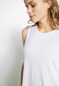 Cotton On Body - CROPPED KEY HOLE WASHED TANK - Top - white - 4