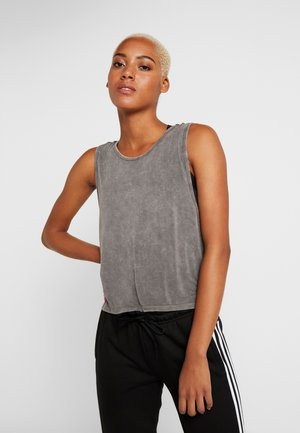 CROPPED KEY HOLE WASHED TANK - Linne - asphalt