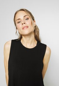 Cotton On Body - CROPPED KEY HOLE WASHED TANK - Top - black - 3