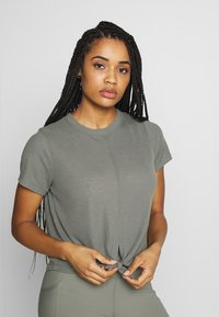 Cotton On Body - TIE UP  - T-Shirt print - washed aloe - 0