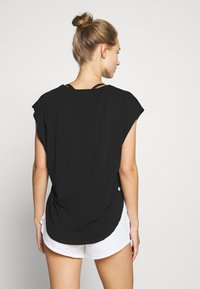 Cotton On Body - ACTIVE SCOOP HEM - Treningsskjorter - black - 2